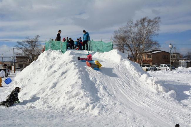 上士幌ふれあい公園に雪の滑り台