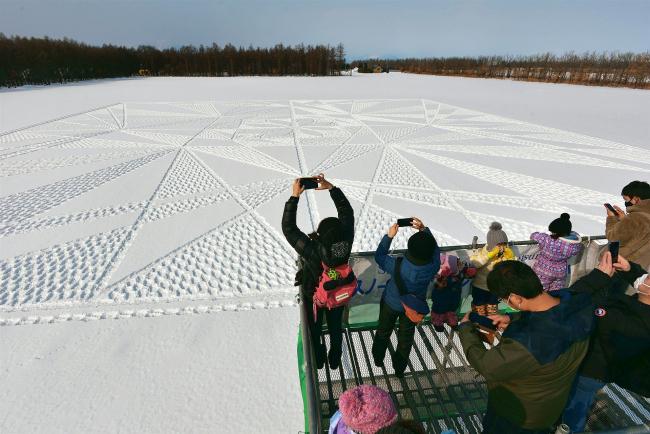 「4万歩」歩き希望の花 中札内休暇村 スノーアート