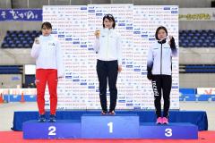 女子5000メートル2位の酒井寧子(左、@アフロ/JSF)