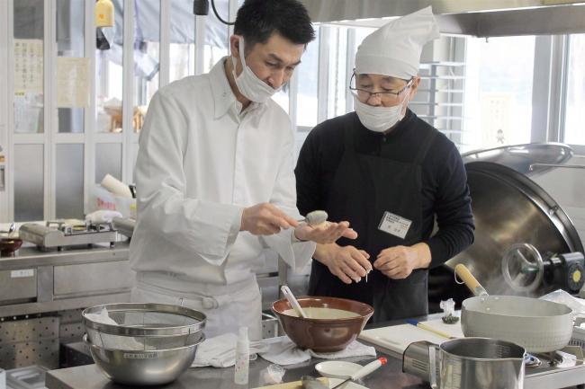 こぼれ話「総料理長に調理法学ぶ 音更」
