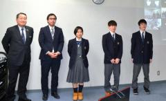 思い入れのある事業の一つ、未来応援プロジェクト。左端が秋元氏(1日の成果発表会)