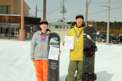 フリースタイル男子の部で2連覇した領毛奎胡(左)と、ジュニアの中学生男子の部で2位と健闘した松浦友翔