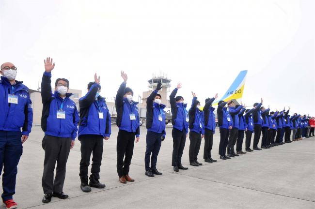 こぼれ話「民営化スタートで出発便お見送り 北海道エアポート」