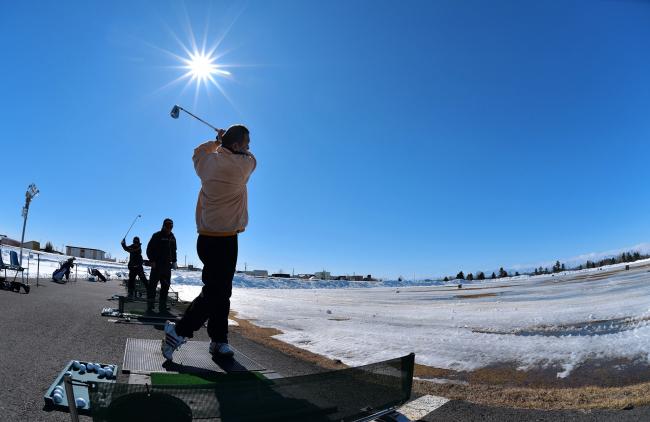 札内川ゴルフ場の練習場がオープン 快音響く 幕別