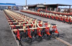 ピークを迎えた農機具の出荷(6日、足寄町の日農機製工で。金野和彦撮影)