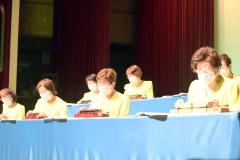 大正琴を演奏する池田ニューアンサンブル