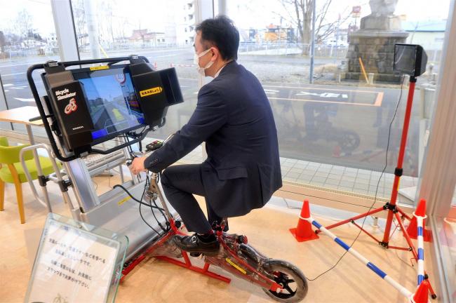 トヨタカローラ帯広に自転車シミュレーター設置 18日まで