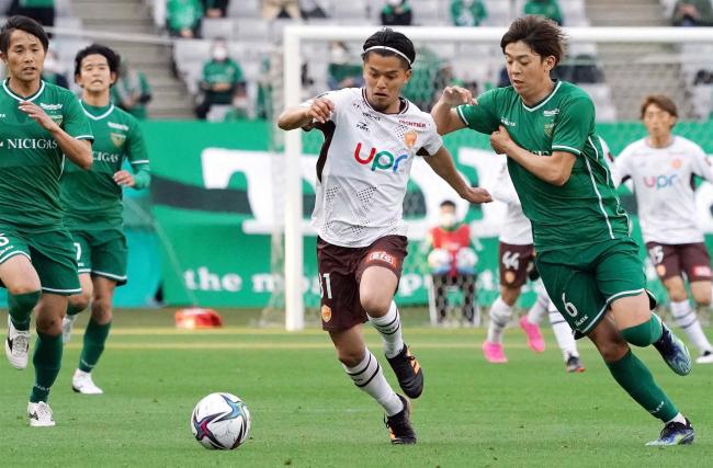 サッカーJ2山口の草野侑己、長野の榊翔太は先発出場