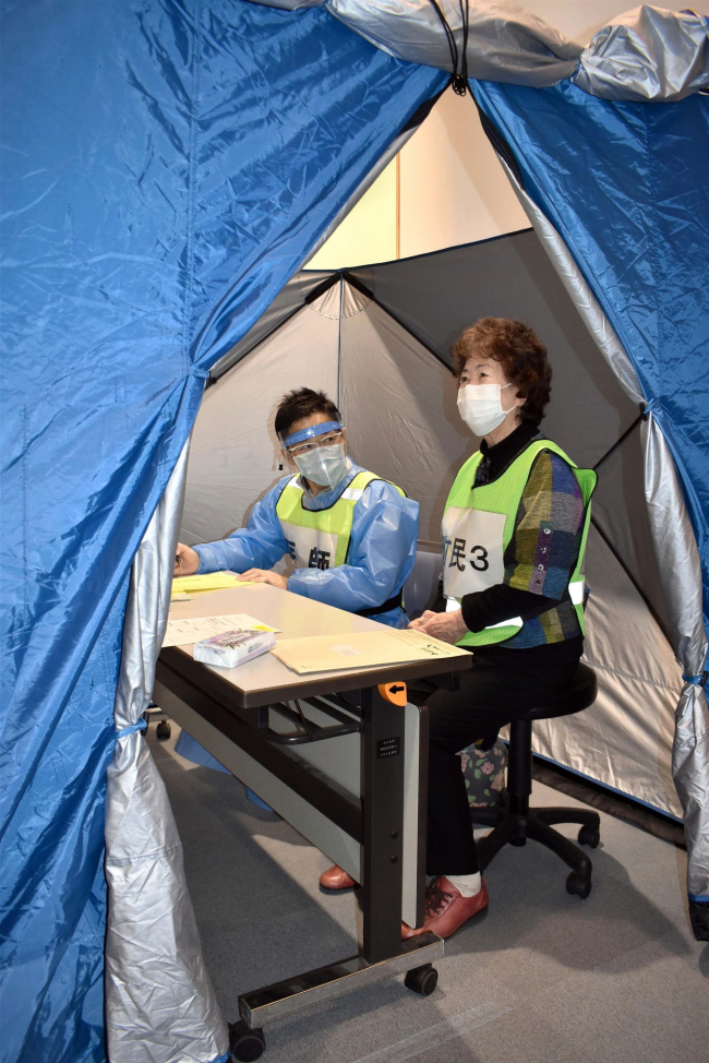 テント設置し模擬接種、暑さ対策も課題に 幕別町