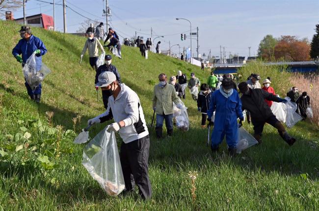 帯広の川をきれいに 2年ぶり町内会一斉清掃