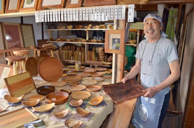 そば屋営む高橋さんが木工品ショップ開店 大樹
