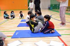 体力を測定する子どもたち