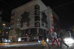 ビルのネオン、灯ることなく… 帯広市内の繁華街で時短営業開始 2