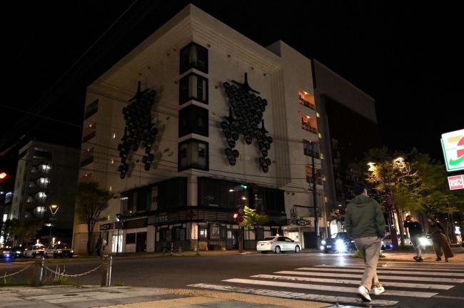 ビルのネオン、灯ることなく… 帯広市内の繁華街で時短営業開始