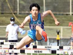 中学男子110メートル障害 1着山田拓実(広尾)