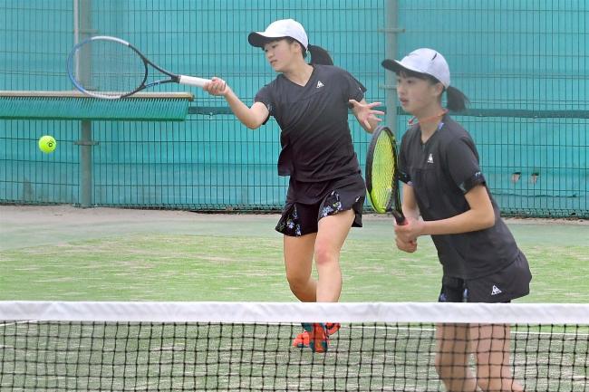 高瀬・駒井組、男子は観野・松本組が複18歳以下V テニス道ジュニア選手権道東ブロック