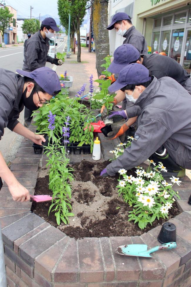 花いっぱい事業で高校生ら花壇植栽 清水