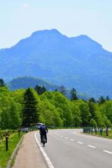 雄大な自然を楽しみながらサイクリングできる(三国峠コース)
