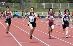 男子400メートル5組 1着室田翔海(左から2人目、緑南中))