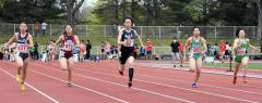 女子100メートル17組 1着鳰侑夏(中央、鹿追中)