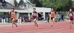 男子100メートル24組 1着松原蓮(左、白樺学園高)