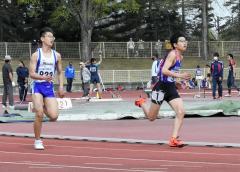 中学男子200メートル2組 1着泉航大也(右、芽室)