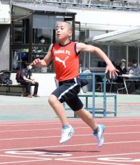 小学6年男子100メートル2組 鈴木謙心(鹿追陸ク)