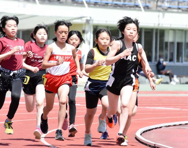 小学5年女子800メートル人見、6年女子ジャベリック投げ植松十勝新 陸上サーキット第3戦