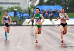 【女子400メートル決勝】歯を食いしばりながらゴールを駆け抜ける伊藤瑠里(帯南商)。59秒34で2位に入った