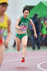 【女子400メートル決勝】スタートして加速する伊藤瑠里(帯南商)。59秒34で2位に入った
