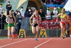 【女子100メートル決勝】スタートからぐんぐんと加速する澤村愛花(白樺学園)。12秒75で6位に入った