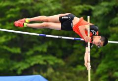 【男子棒高跳び】3メートル80を成功して6位入賞した小森旭陽(白樺学園)