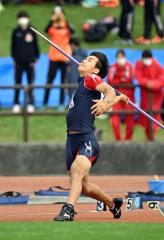 【男子やり投げ決勝】61メートル04を投げて他を圧倒して優勝した鈴木陸人(帯農)