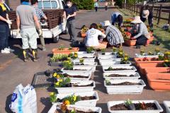 道の駅に花のプランター設置 陸別町商工会 6