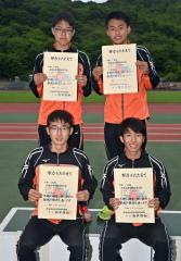 全国切符を手にした白樺学園の男子マイルリレーチーム。(前列左から)永井雅樹、橋本凌弥、(後列左から)櫻井蒼真、及川千暉