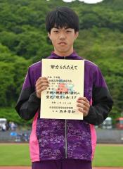 男子110メートル障害を制した廣冨葵士(広尾)