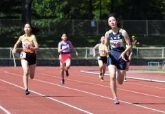 女子400メートル決勝 井村結愛(右、札内)