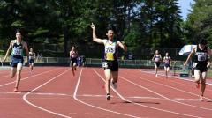 男子400メートル決勝 中村健吾(中央、帯翔陽)