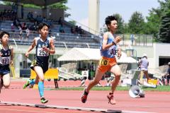 男子1年1500メートル決勝 山田和生(右、音更)