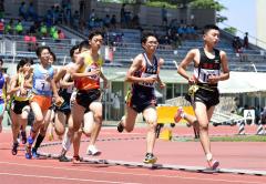 男子1500メートル決勝 藤田圭悟(右、帯五)
