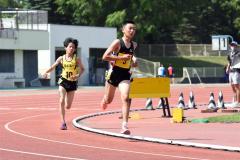 【男子3000メートル決勝】藤田圭悟(右、帯五)は残り1周で一気にスパートを掛け、大友悠輝(左、帯一)を突き放す
