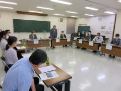 求人懇談会で意見交換する広尾高校と商工業の関係者