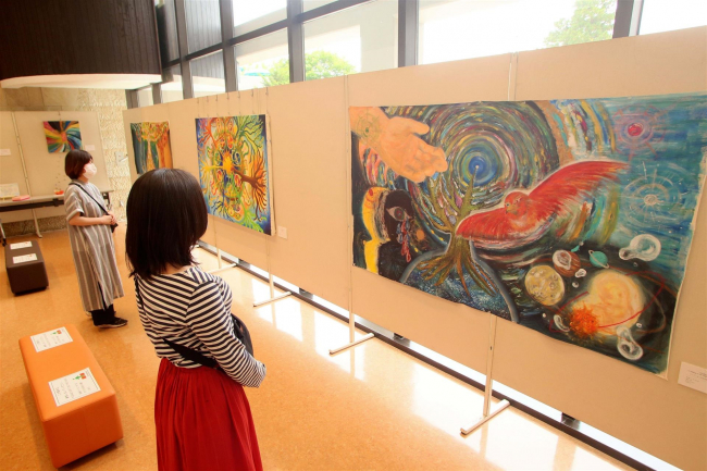 足寄で佐々木さんの絵画作品展