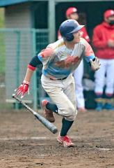 【決勝・レアル―鶏の伊藤】鶏の伊藤は6回二死満塁、伊藤恋が中越え適時三塁打を放ち、5―5とする