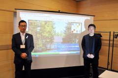 フェーリエンドルフの今後の展開を説明した米田社長(右)と森田村長