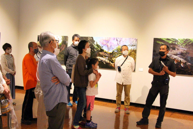 水と魚展でアーティストトーク 鹿追