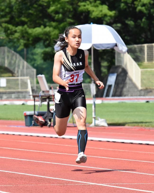 女子100M山崎(共栄2年)12秒33で全中一番乗り決める、中学通信陸上十勝会場