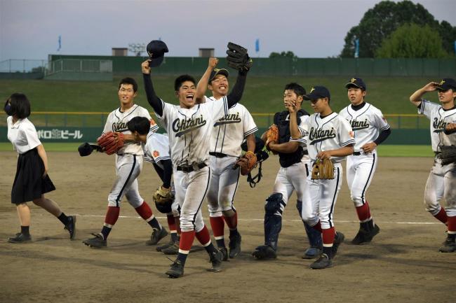 帯大谷球史に残る激闘制し歓喜、大会屈指の旭川実右腕を攻略 高校野球北北海道大会