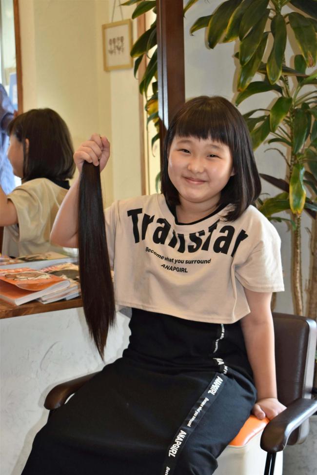 幕別札内北小3年の広瀬さんがヘアドネーション 40センチカット