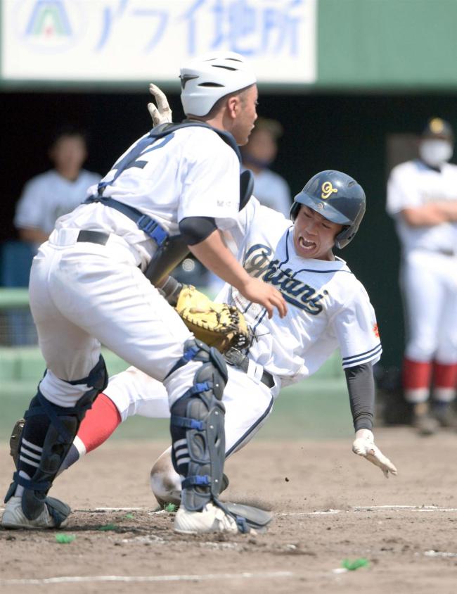 帯大谷猛打4強 14-1稚内大谷 高校野球北大会